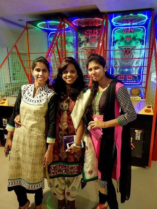 me nd my frnds gng shpng in salwar kameez vry comfortable dress