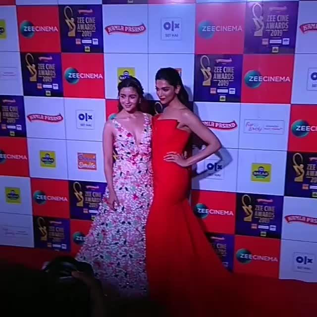 #DeepikaPadukone and #AliaBhatt looks aupert gorgeous together at the #ZeeCineAwards 2019
