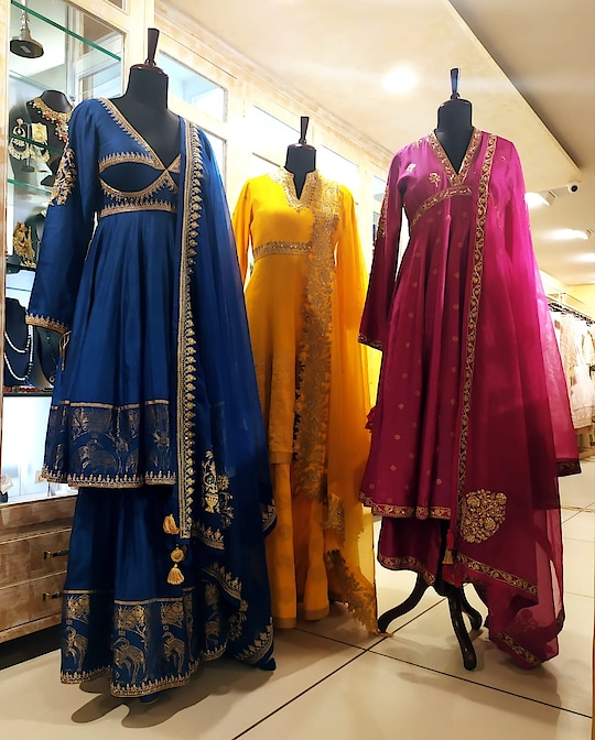 Upgrade your Trousseau and Festive wardrobe with beautiful weaves, vibrant colors and intricate hand embroidery with a traditional touch by RAR Studio!!! . . Specially curated collection for at Deval The Multi Designer Store!!! #devalstore #ahmedabad #designerwear #designerstore #multidesignerstore #fashion #latestcollection #womenswear