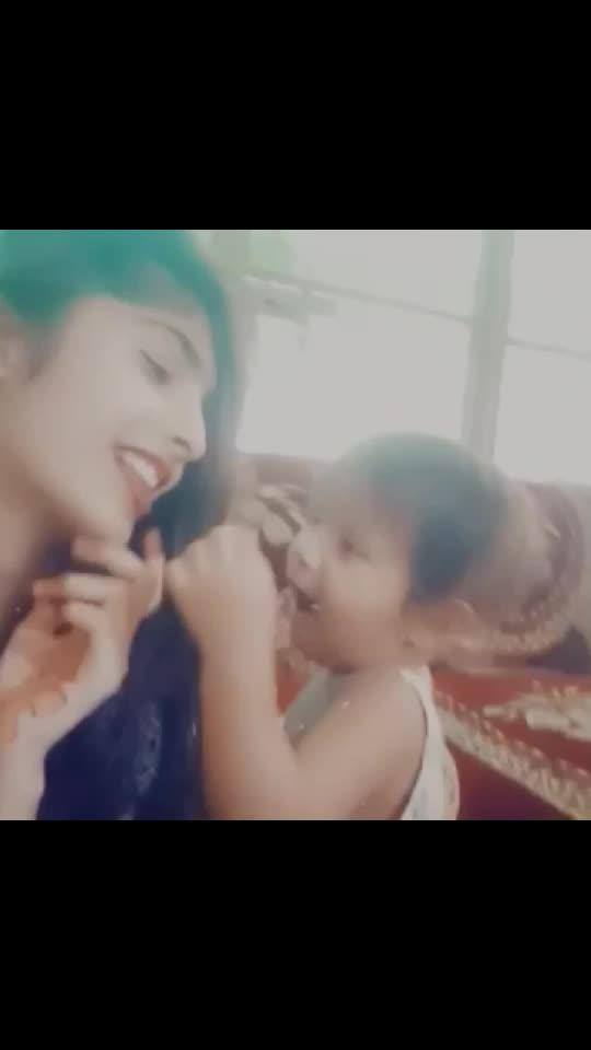 meri cutie dekho muje kese khana kha rhi h😘❤😍🤩😘😘😘#cutiepi #fashionqueen #for_roposo