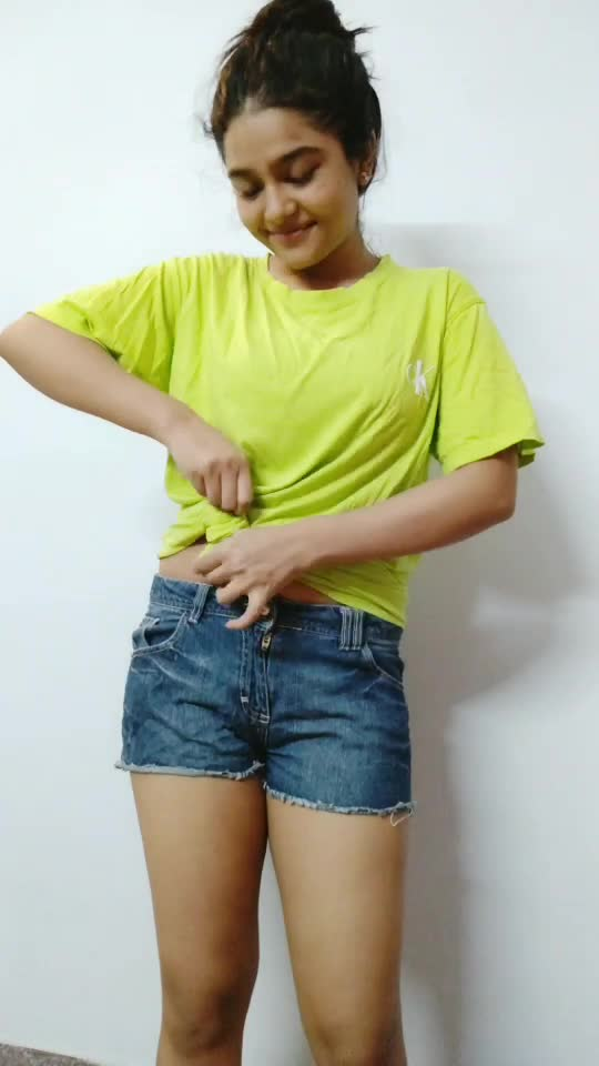 how to style a neon t-shirt!