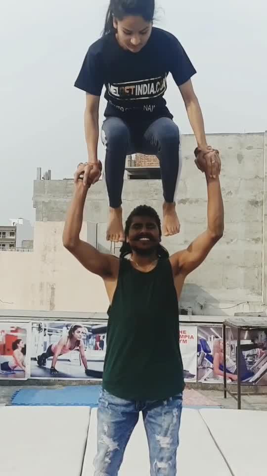 Acro balance #talent #girls #gymnatics #roposostar #risingstaronroposo #wow #beats #acrobatics