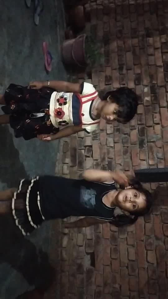 pankhudi.       ne dance kiya