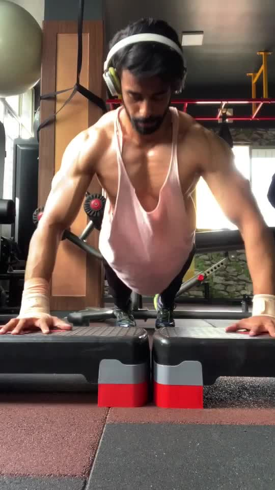 Oh Jennifer😎 Need lower chest tips? Follow me on Roposo and Instagram @doctor.himay_fitmachine. #fitness #tamilan #roposotamil #tamil #tamilroposo #fitnessmodel #tamilsong #fitnesstamil #foryoupage #himay #supportme