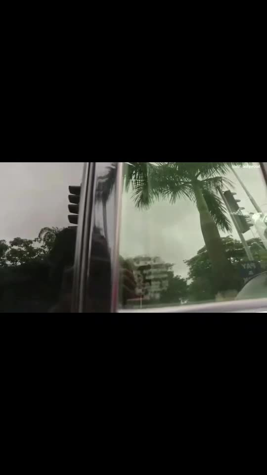 Abhishek Bachchan Arrives At Home After Testing Corona Virus Negative   #abhishekbachchan #covid19 #atif_bollywood #roposo