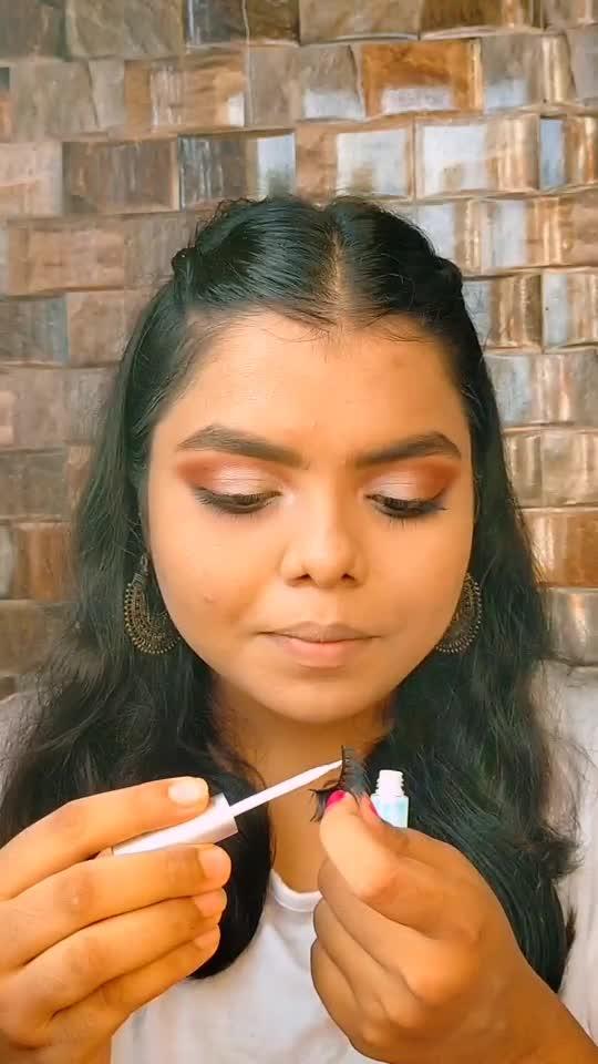 How To Apply False Eyelashes ✨#eyelashextensions #eyelashes #eyelasheshtutorial #makeupartist #muaindia #muasupport #makeuplover #makeupartistsworldwide