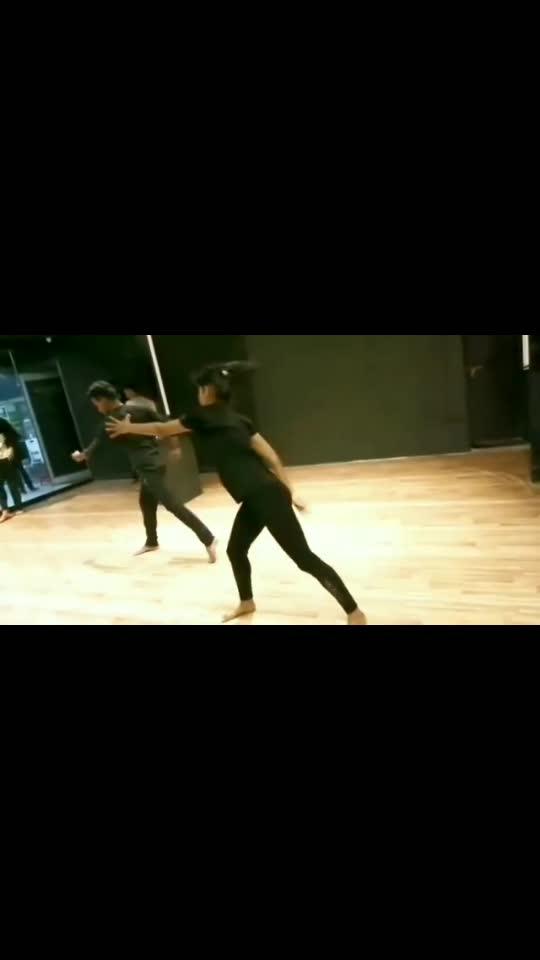 Thodi jagah De de muje #dance #contemporarydance #bollywoodsong #songs #status