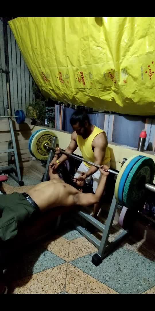 110 Kg bench press 💪💪🏋️♂️🏋️♂️ #apunvella #taruvello #trainwithtaruvello #benchpress #workout #gym #workoutmotivation #fitness #fitindiamovement #fitindia