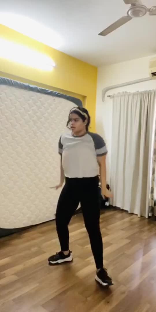 my daughter #maggiedancing #zarazarabehktahai #contemporarydance