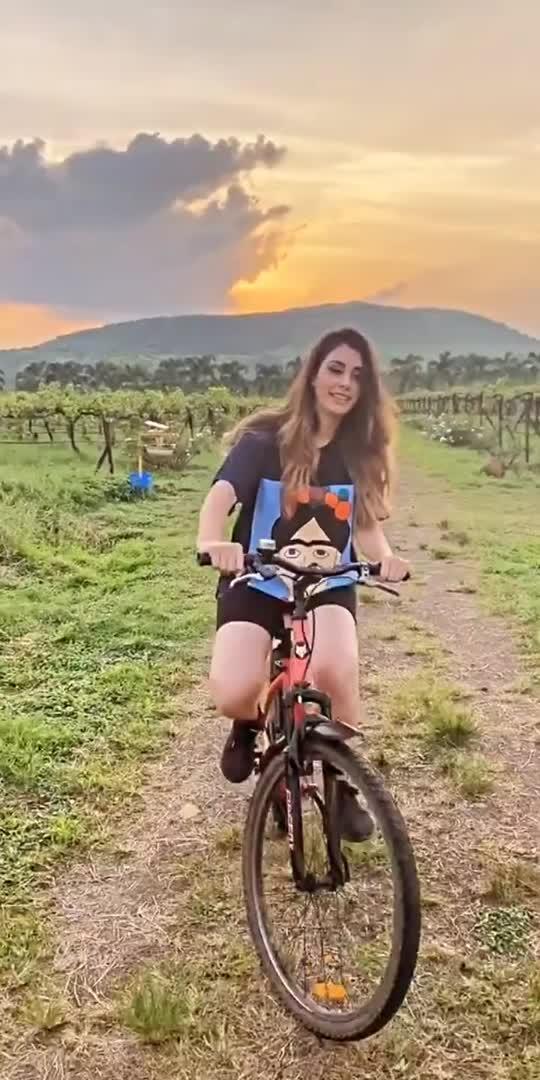 warina Hussain bicycle ride 🚴  #bollywood #bollywoodactoractress #warinahussain