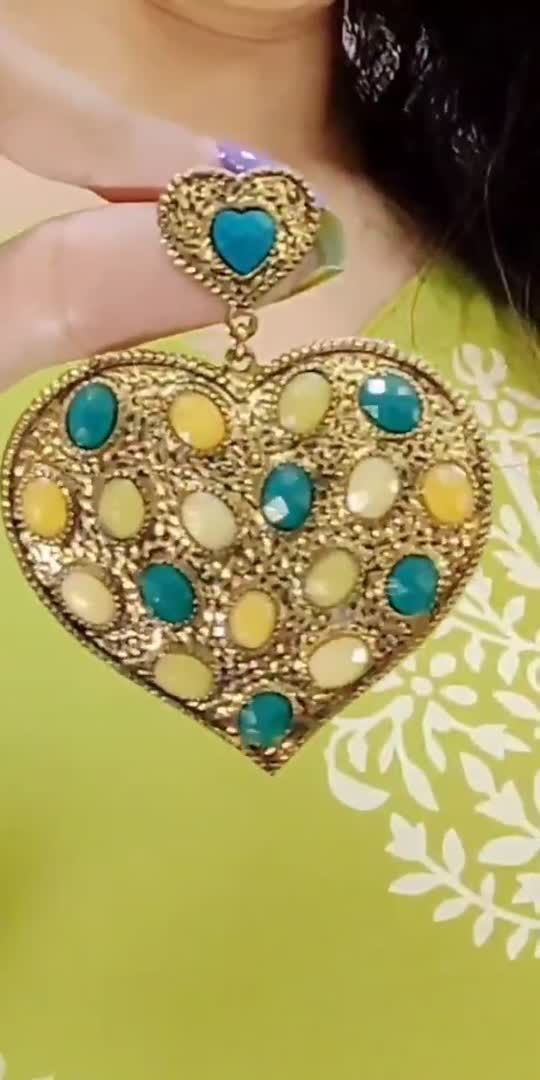 Navratri Festive Look.💚  #navratri #navratrilook #navrativibes #festivewear #festiveseason #festivevibes #navratrispecial #dusshera #lookgoodfeelgood #ootdfashion #indiantraditionalwear #indianwear #roposofashionblogger #roposofashion #roposostyle #lookbook2020 #trendingnow #trendinglook #trendingonroposo #explorepage #recommended #jhumkas #raeesmovie #udiudijaye