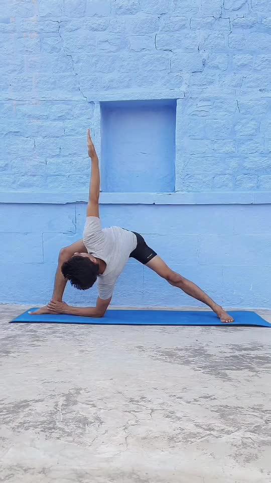 Warrior Pose Twist  #yoga #fitness #healthy #roposostar  #risingstaronroposo #trendingvideo #yogatutorial  #videoclip #yogasticlalit #thebluecityyogi