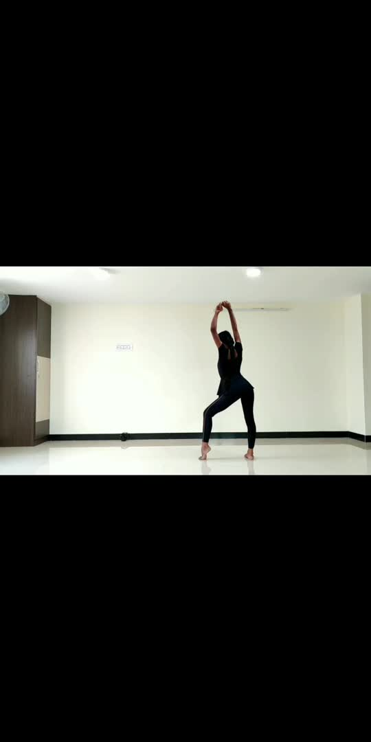 A little try of my continue Yoga video spider series.