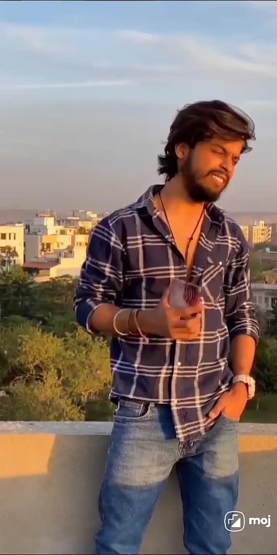madam ye hila rha h likhne nhi de rha h#comedy #funnyvideo #pawri horhi h#viralvideo