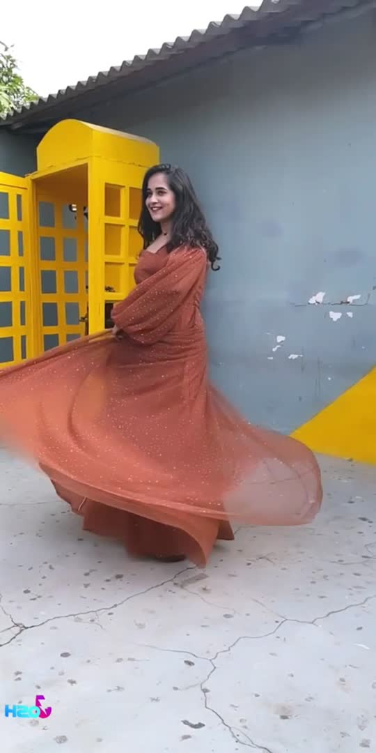Fav music❤️ #deepthisunaina  Outfit: @navya.marouthu  MUA: @panduchalapati  Location: @thedramaland