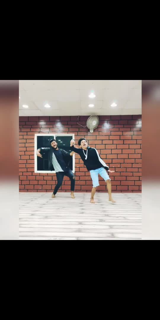 #wajlekibarah #wajle #danceindia #todaytrending #trendingvideo #dancechallenge #dancestudio #dancerslifestyle #statusvideo #stylish #funnydancemusically #telugu-roposo #roposostar #roposoindia #indian #indiadancer #hyderabadi #hashtags