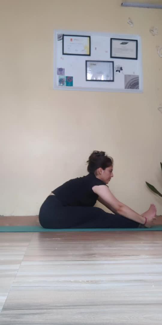 take it slow 💟 be gentle 😊 #reminder #yogaflow #yogachallenge #yogalove #poseclick