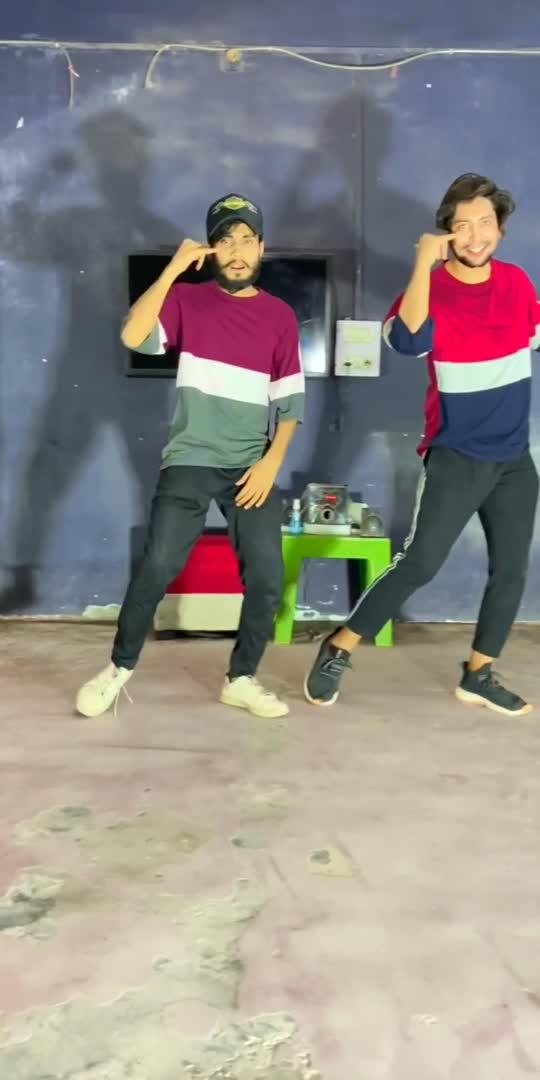 Kajrare 😘 tere Kale kale NenA 😍#roposostar #bollywooddance @officialayubkhan
