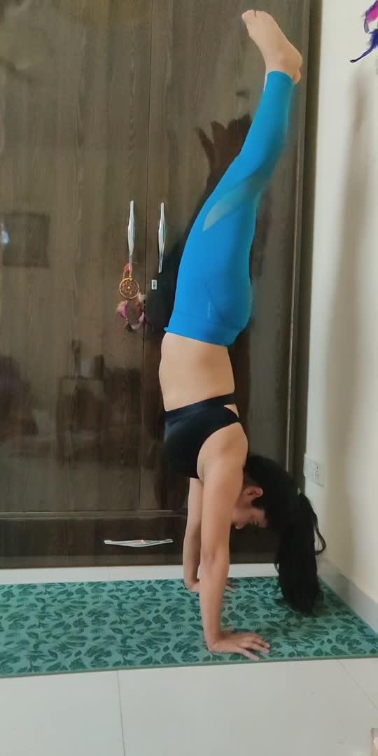 #yoga #yogateacher #yogachallenge #yogainspiration #yogaday #handstand