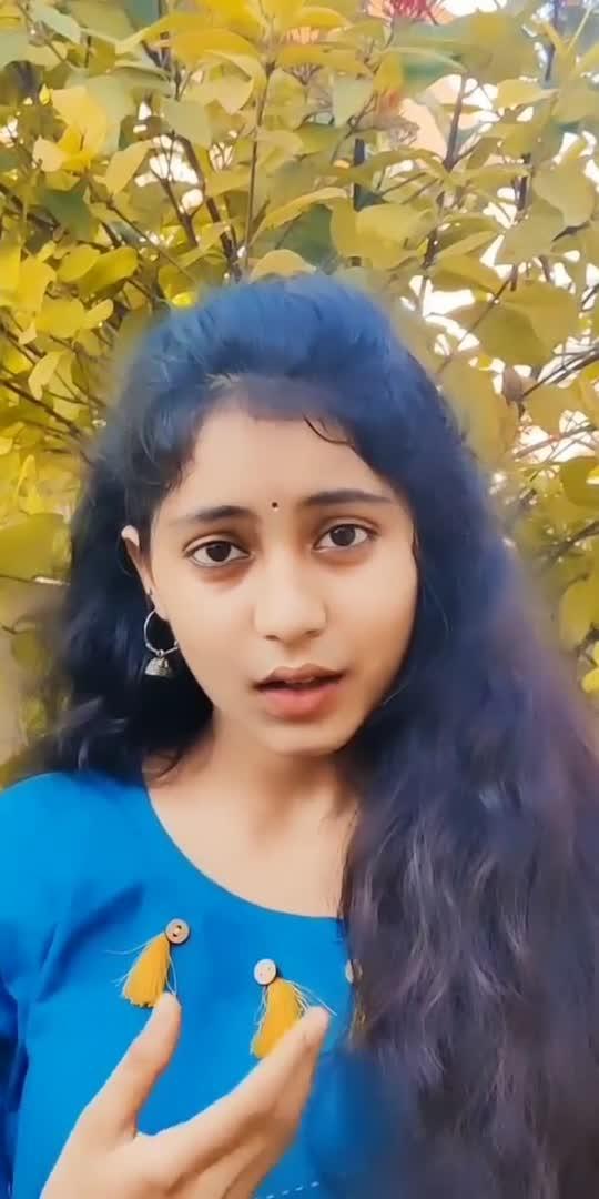 Naa needavu nve ga❤️✨ . . . . . . . #aakanksha_honey12 #honey #acting #song #bommarillu #siddarth #jenileya #prakashraj #fav #song #tollywood ....
