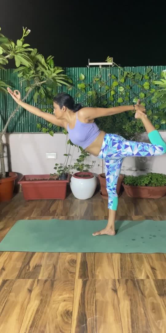 #balancing #yogachallenge #roposo-beats #fitbodygoals