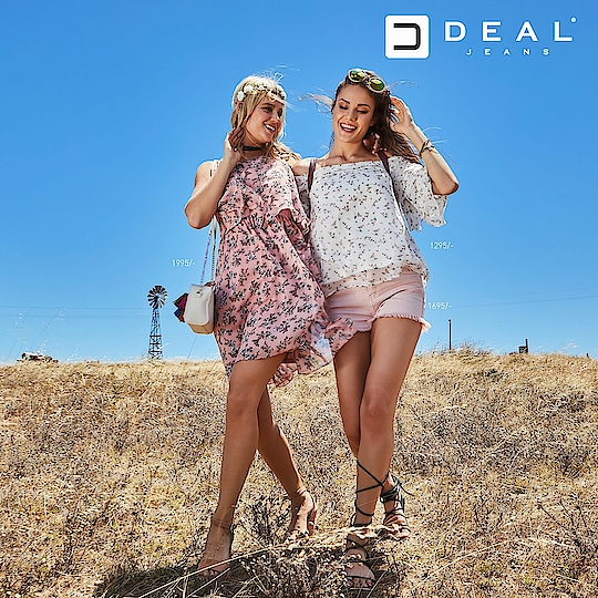 Amidst the nature's beauty click your fashion stories together 💓 #dealjeans