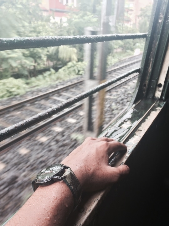 Hello Monsoon with a waterproof wrist watch ⌚️  #hellomonsoon #rain #watch #fashion #waterproff #trendycollection