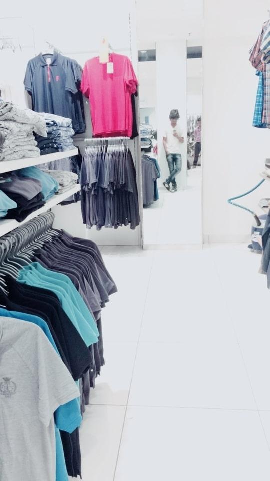 Done Some shopping yaaaaaa!! #LakeMall Kolkata has some cool t-shirt collection yaa !! 😎😎  #fashion  #roposolove #soroposo  #style #india #dressup #beauty #coolstuff #shoppinghub #mensfashion #men-fashion