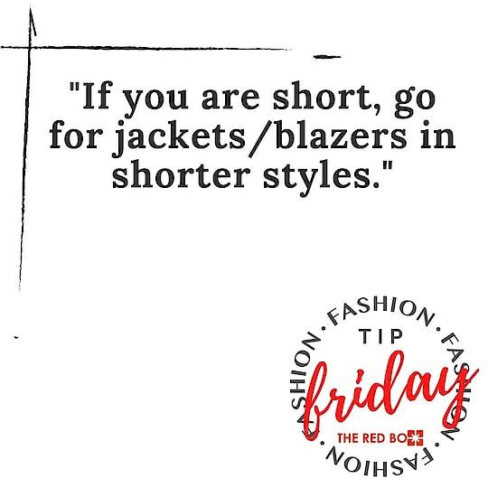 Styling it right han? 😉 🥂  #fridayfashiontip   . . . . .  #theredbox #fashiontipsforwomen #fashiontip #stylingtip #styleexpert #stylegram #vocalforlocalindia #vocalforlocal #supportsmallbusiness #bornoninstagram