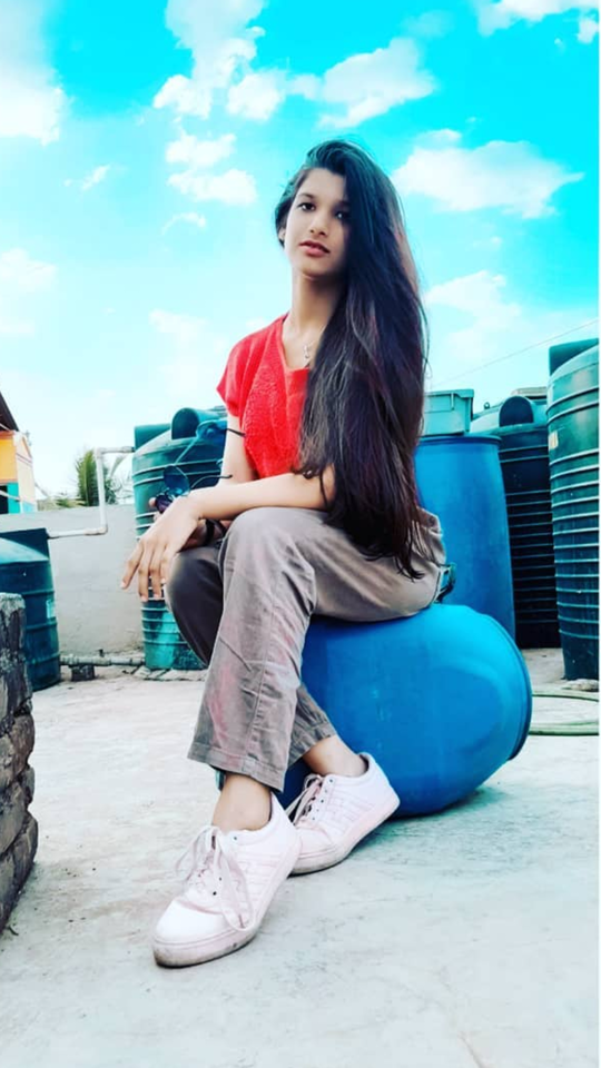 I am Learning to Love the Sound of my Feet👣 walking away from the Things not meant for Me. #poseideas #posesforpictures #photoposes #posesforpictures #posereference #posé #homephotography #homephotoshoot #homephoto #quarantinephotoshoot #photoshootideas #photoshootsession #photoshootday #howtopose pose challenge #selfportraitphotography #selfphotography #selftimer #selfphoto #photoshootfresh #modelphotoshoot #facetimephotoshoot #modelpose #quarantinephotography